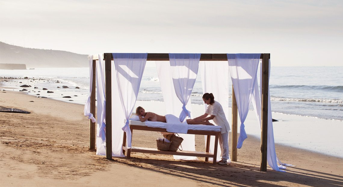 Paradis Plage Hotel-massage on the beach