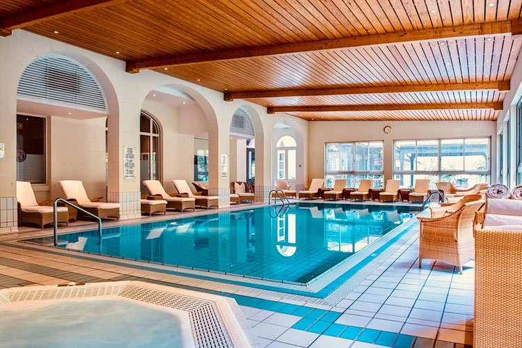 Evian Ermitage-indoor swimming pool