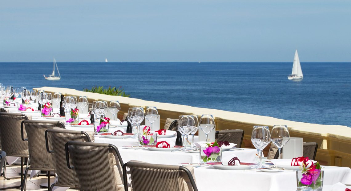 Royal Riviera Hotel-restaurant with sea view