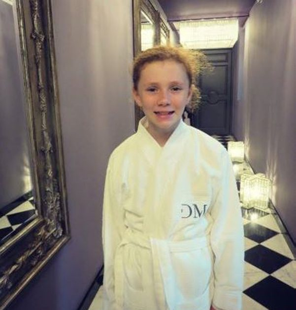 Domaine de Manville - Girl going to the spa