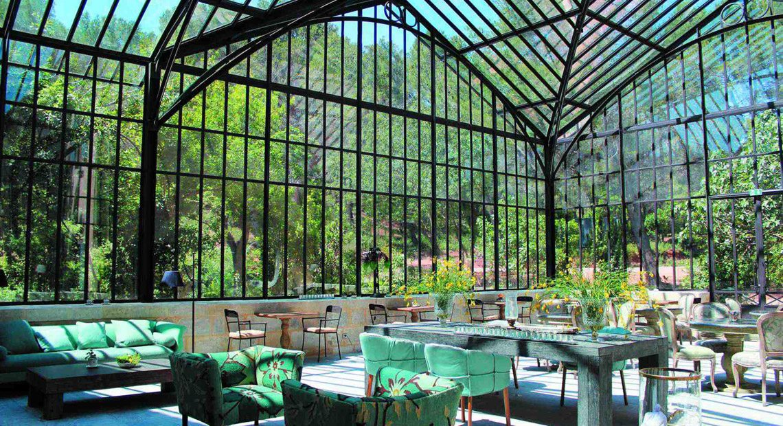 Domaine-de-Manville-restaurant in the veranda