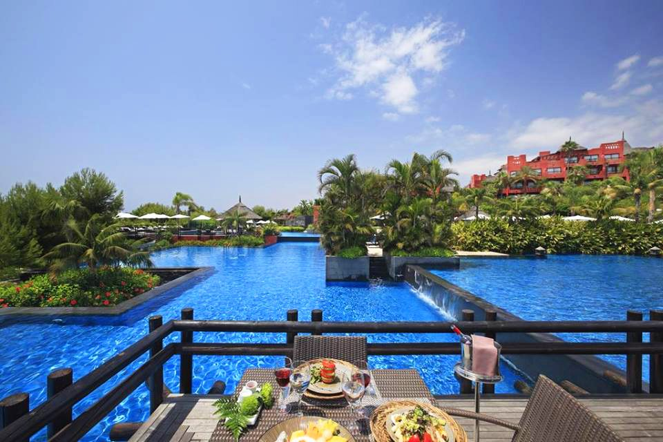 Asia Gardens Hotel & Thai Spa private dinner with view on the pools