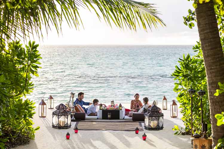 Villingili-private family diner on the beach