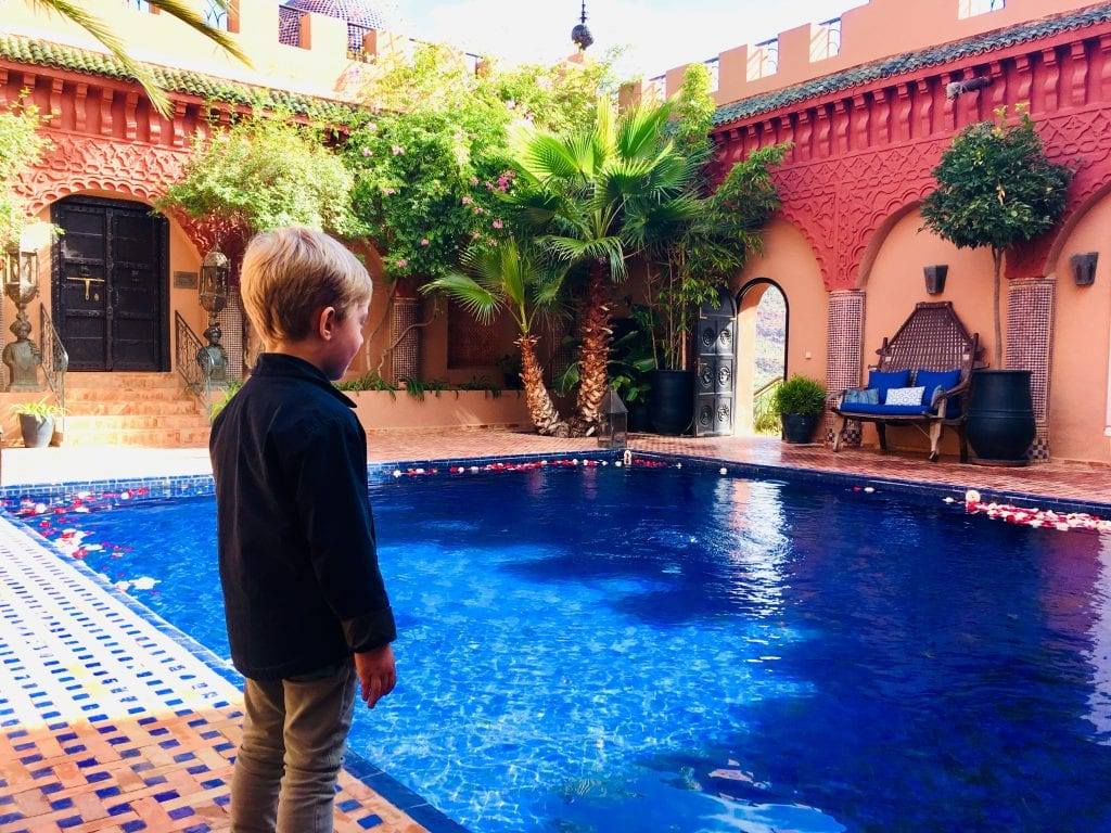 Little boy in front of the pool of Kasbah Tamadot