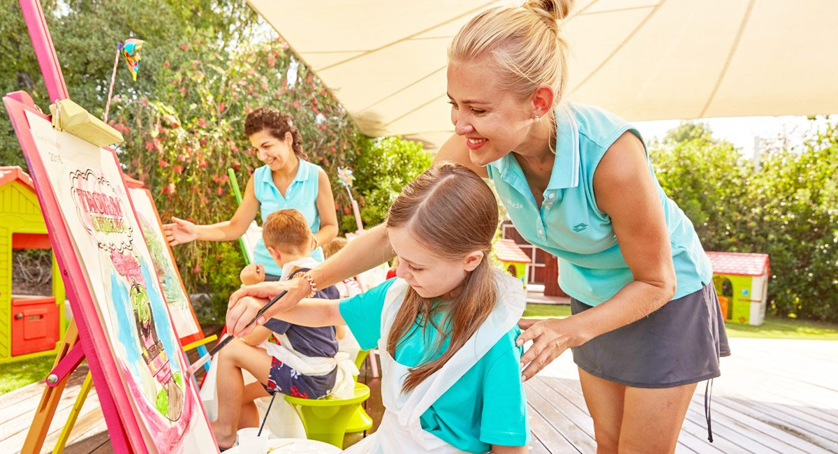 Forte Village Resort-painting courses for kids
