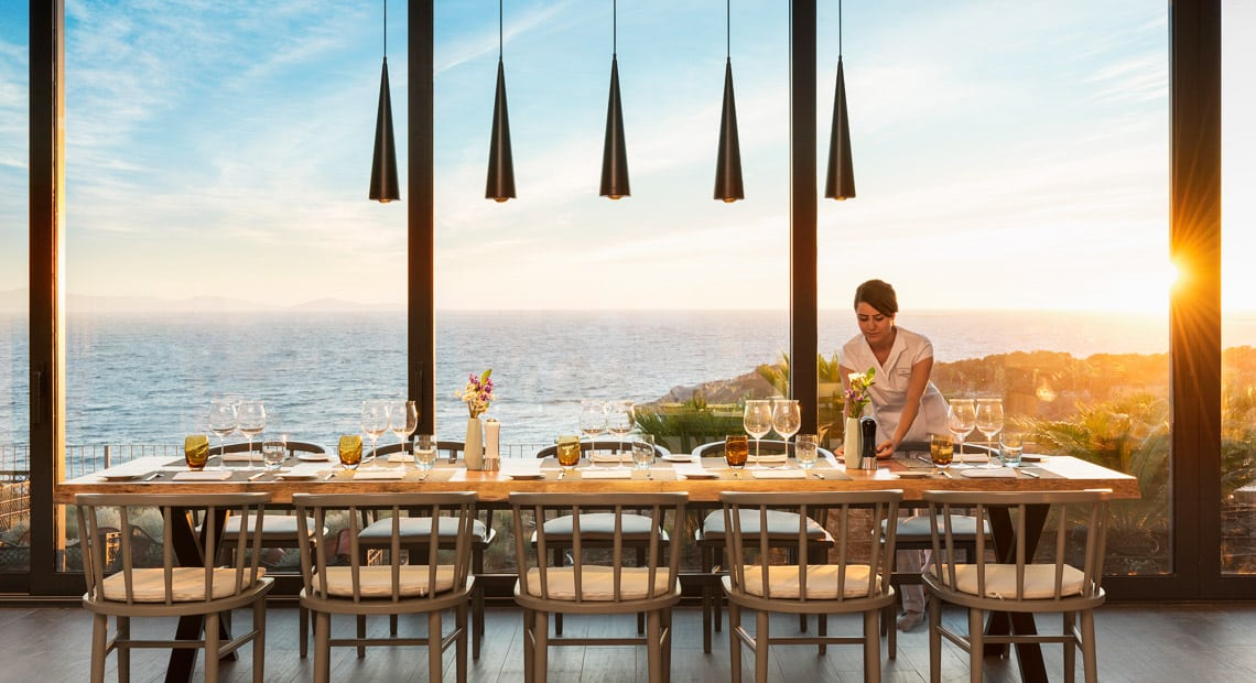 Lux Hotel Bodrum-restaurant with sea view