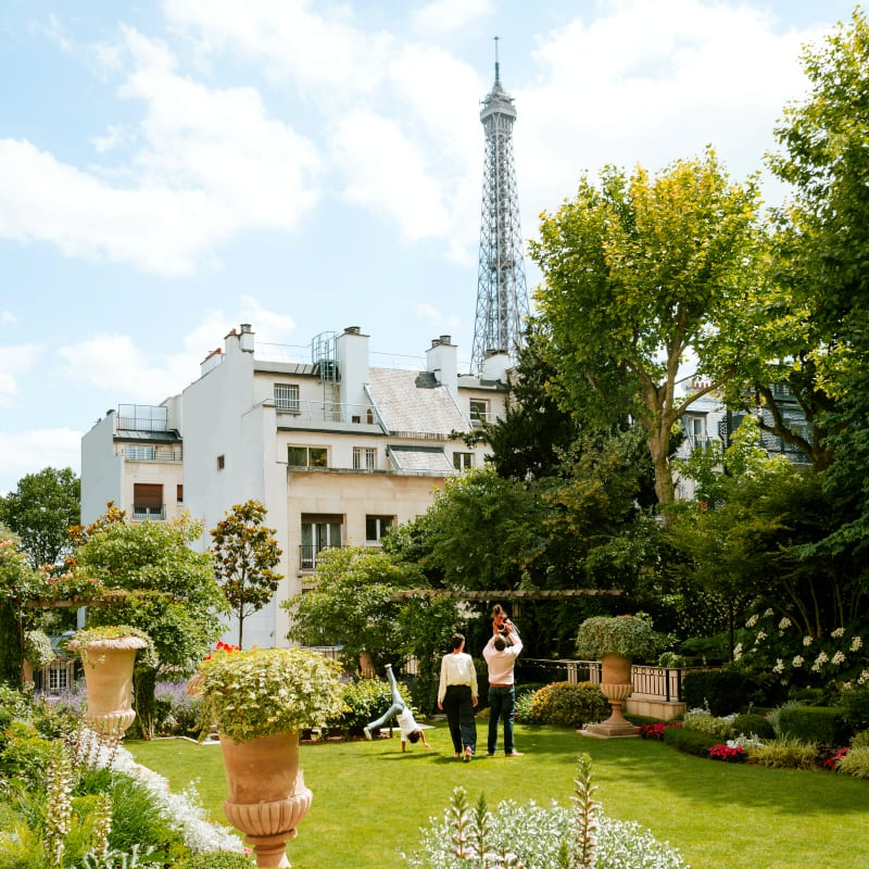 Family playing in the Shangri-La Paris garden in France