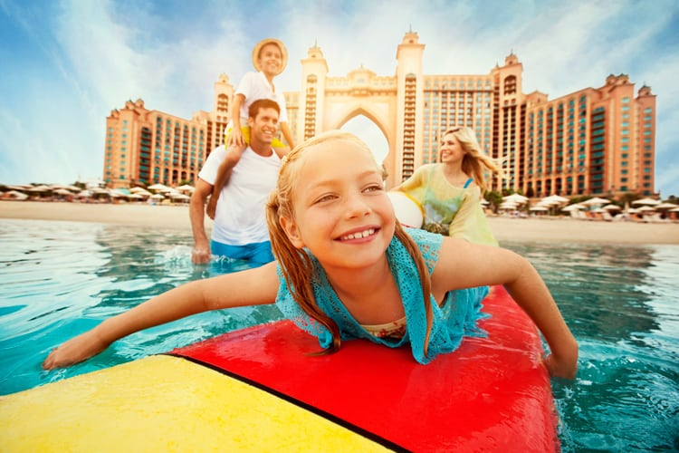 Family enjoying the water at the Atlantis The Palm Dubaï