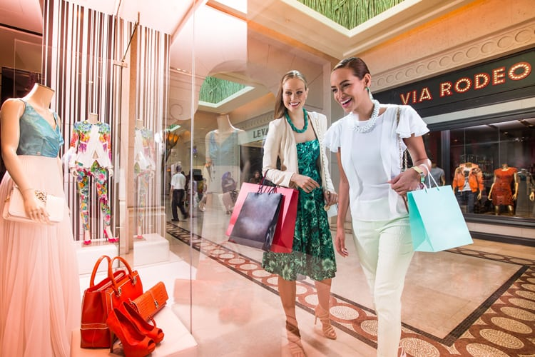 Women shopping at Atlantis The Palm Dubaï