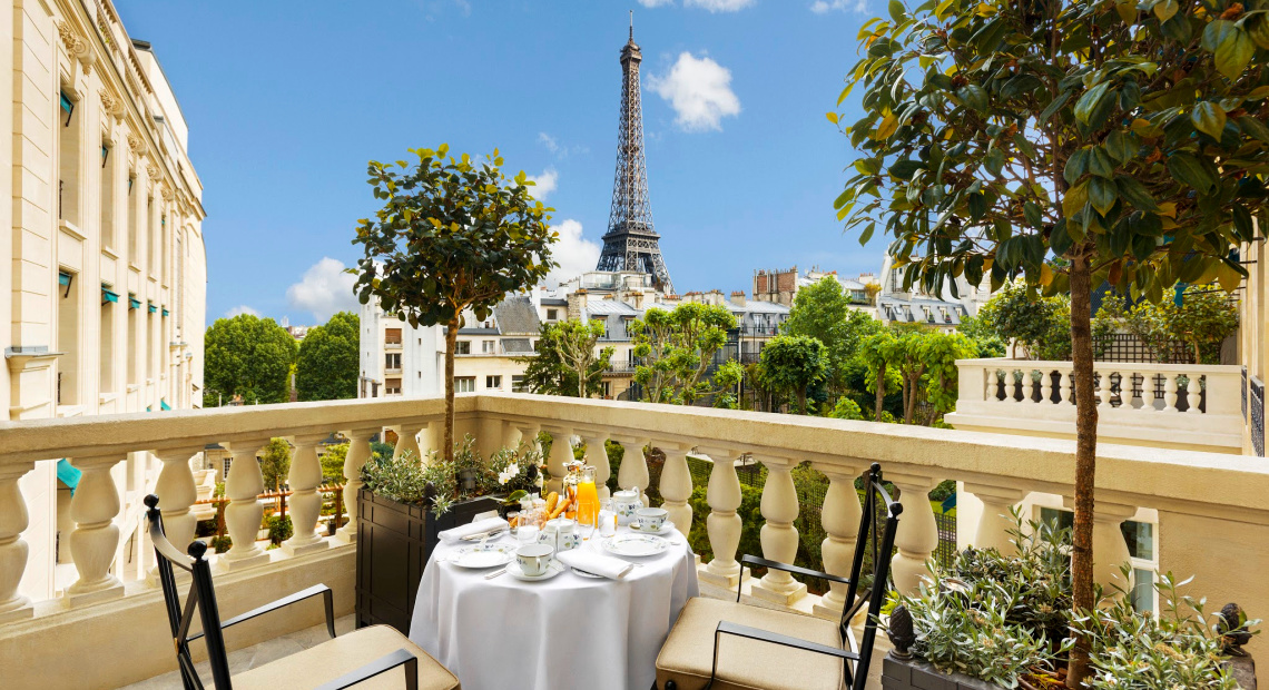 Shangri-La Paris Breakfast with a breathtaking view