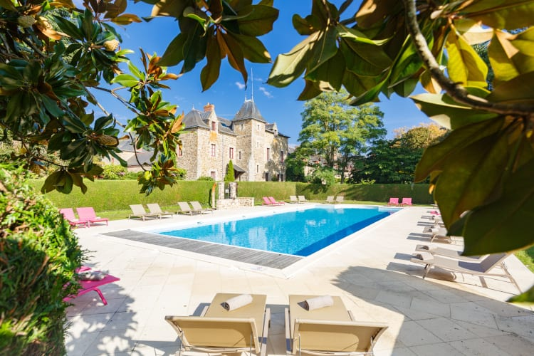 The outdoor swimming pool of Domaine de La Bretesche Golf & Spa