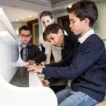 Grand Hôtel Les Flamants Roses kids taking piano lessons
