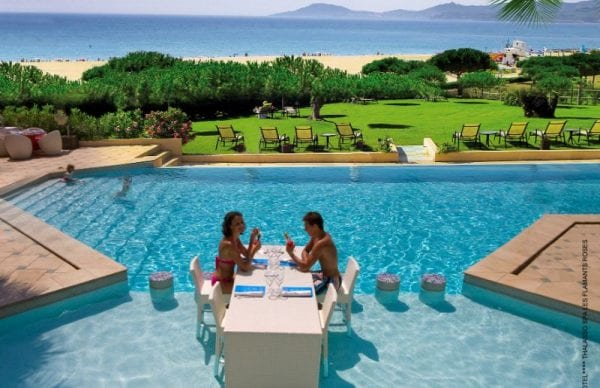 Grand Hôtel Les Flamants Roses private and romantic dinner by the pool with sea view