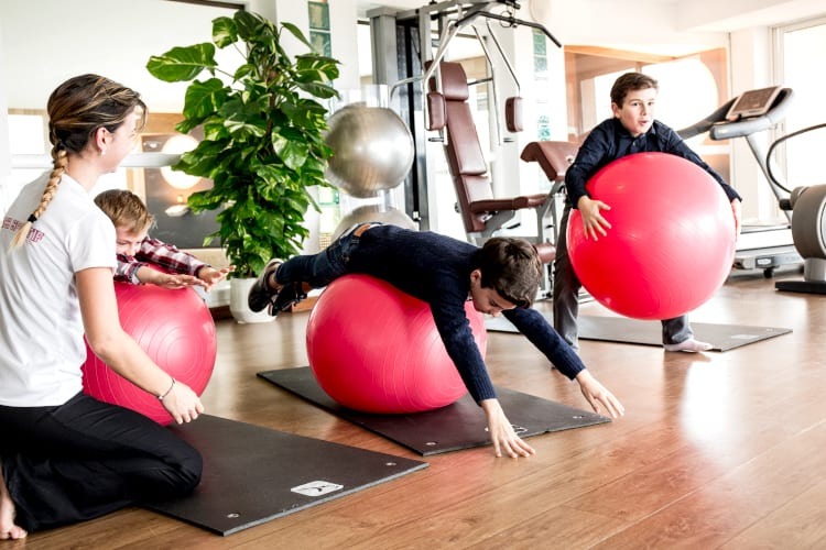 Fitness lesson at the Flamants Roses kids-club