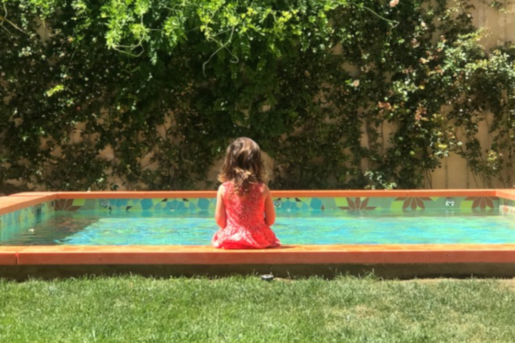 Little Guest Hotels Collection Arlatan Little Girl Swimming Pool
