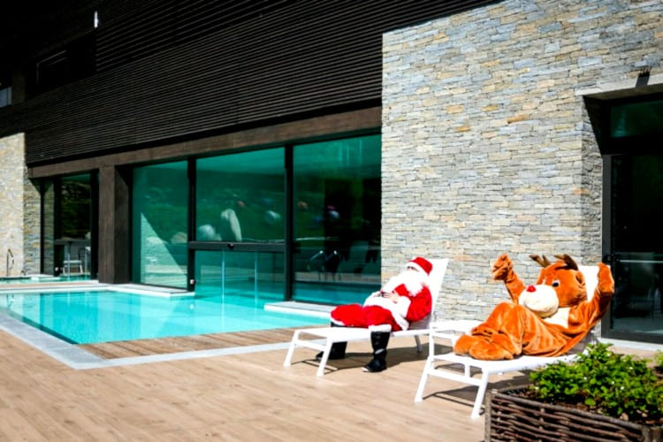 Santa Claus and Rudolph sunbathing around the Mirtillo Rosso Family Hotel pool