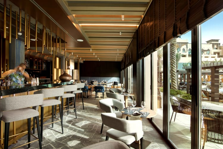 Bar and restaurant of the Saadiyat Rotana Resort & Villas hotel