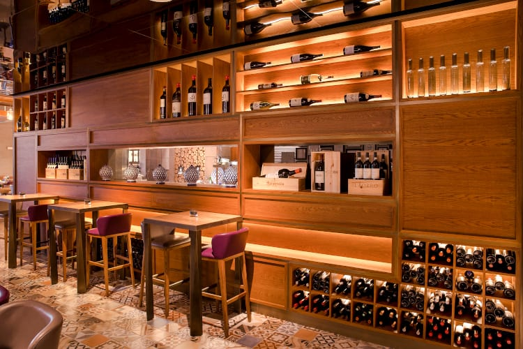 Bar of the Saadiyat Rotana Resort & Villas hotel