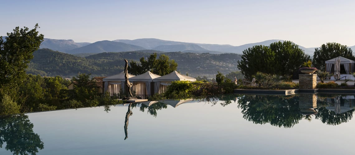 The infinite pool of the Terre Blanche