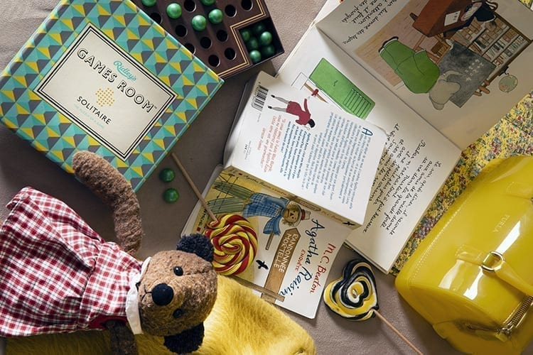 Little Guest Edouard 7 toys and books