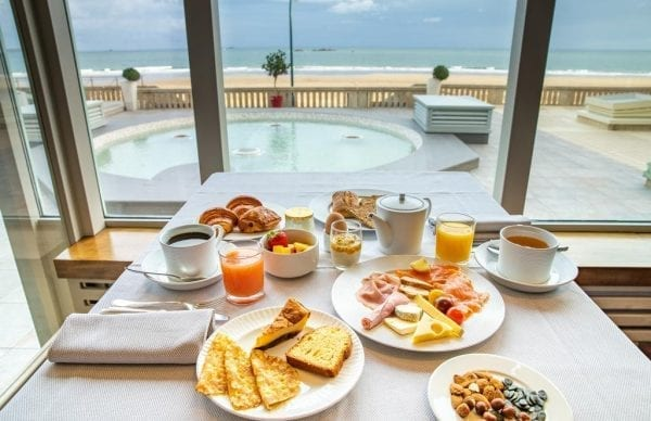 Grand Hôtel des Thermes breakfast with view on the pool and the sea