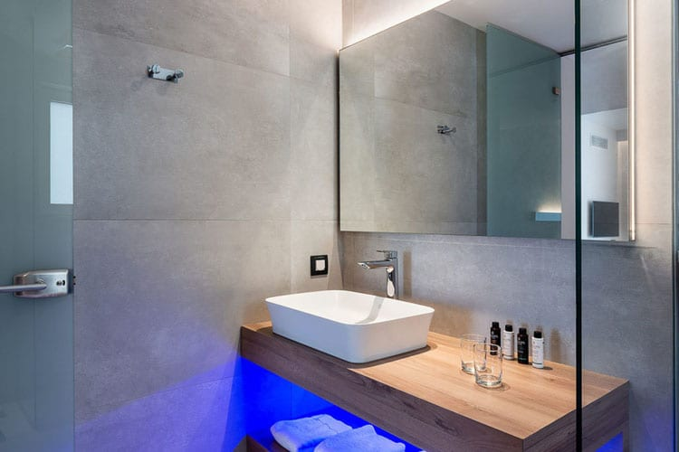 Euphoria Resort in Crete: bathroom
