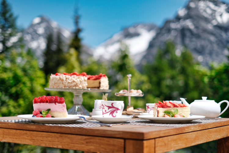 Little Guest Hotels Collection Tschuggen Mountain Breakfast Strawberry Pies
