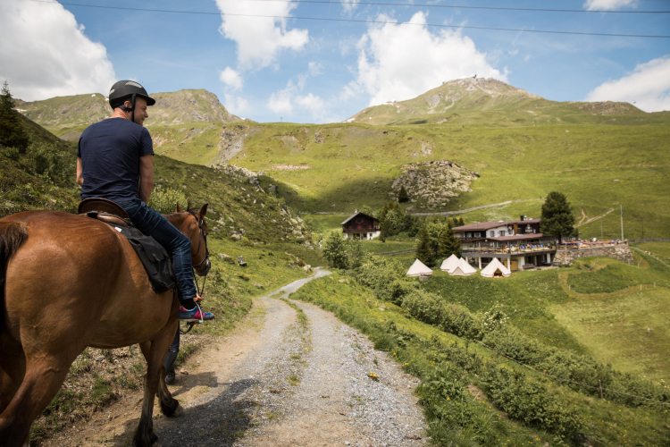 Little Guest Hotels Collection Tschuggen Mountain Horse Riding
