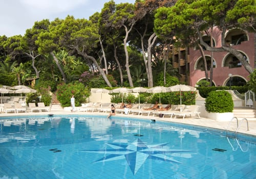 Outdoor pool Hôtel Il Castello Forte Village Resort ****