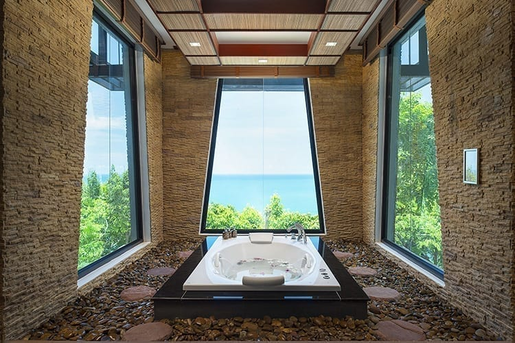 Panviman Resort Koh Phangan Bath facing the sea