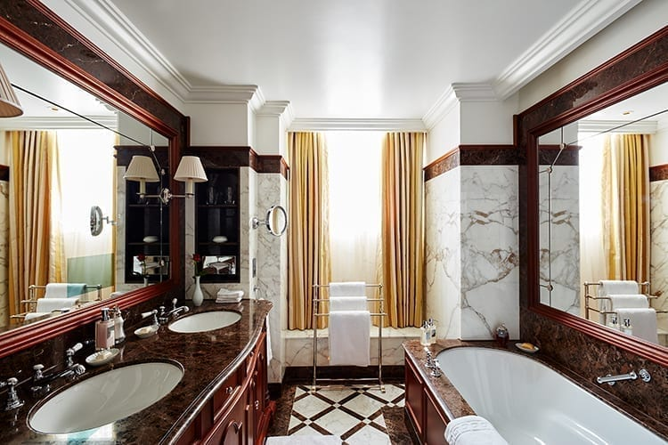 The-Lanesborough-St_James_Suite_Bathroom