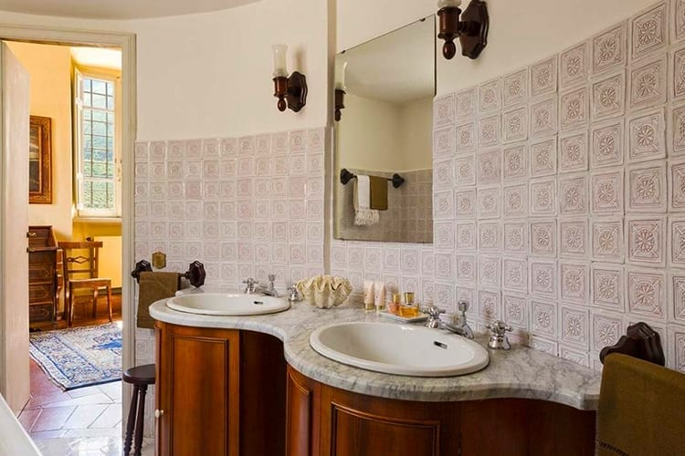 Villa Matilda Umbria bathroom
