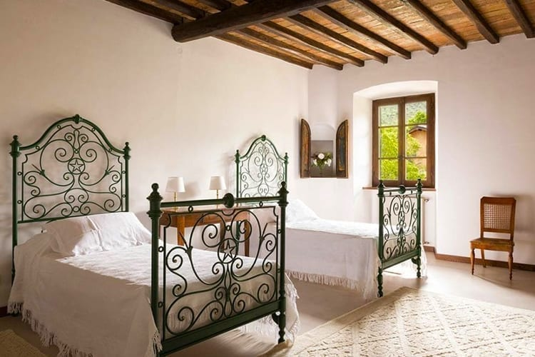 Villa Matilda Umbria room with two single beds