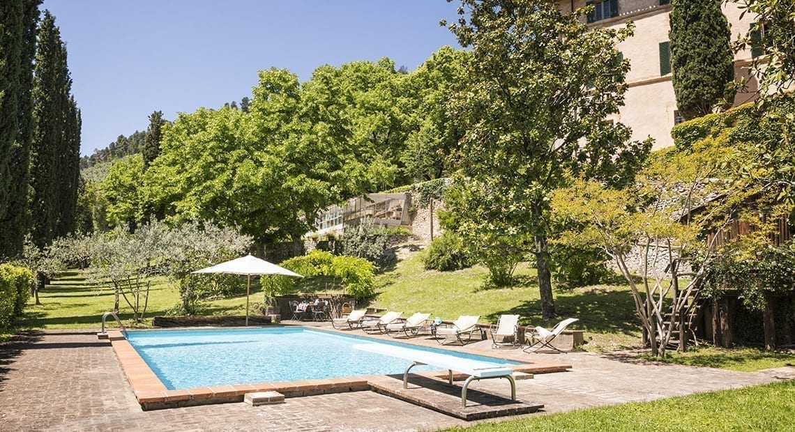 Villa Matilda Umbria garden with pool