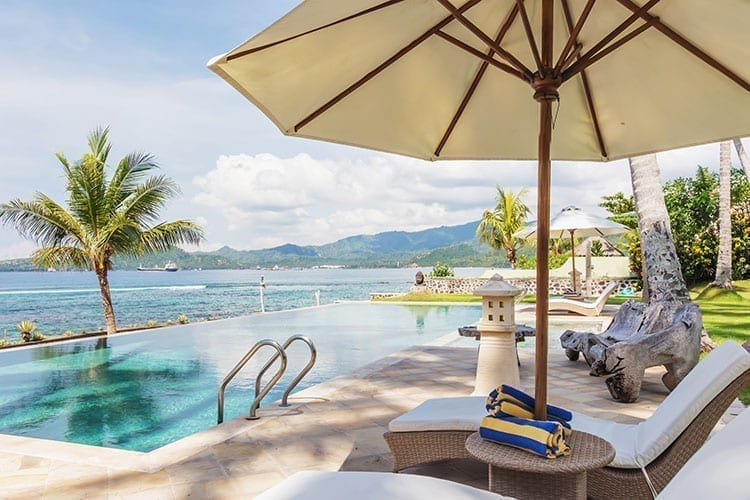 Little Guest Villa Dadong infinity pool with ocean view