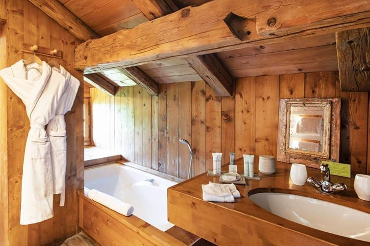 Le Chalet Chatel bathroom