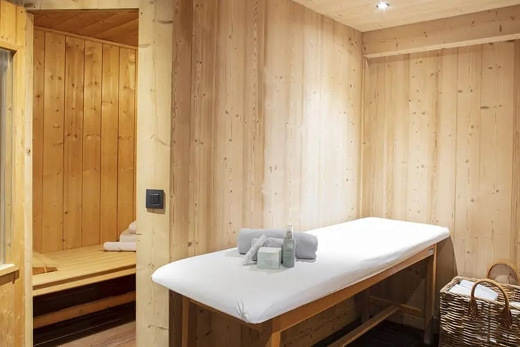 Le Chalet Chatel wellness area