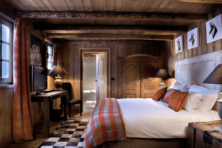 Le Chalet des Fermes de Marie orange room