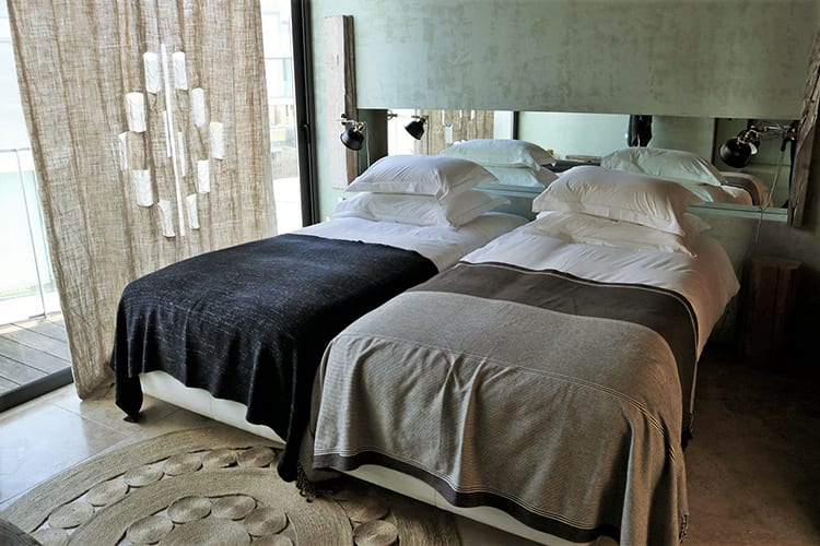 Villas at Areais do Seixo bedroom with twin beds