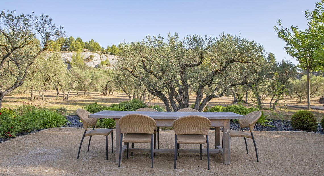 Villa Flore outdoor table